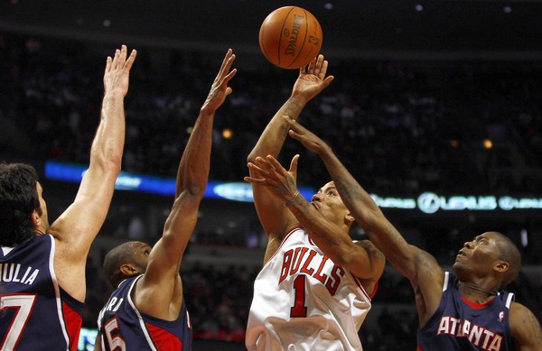 derrick rose dunking pictures. Derrick Rose continues to