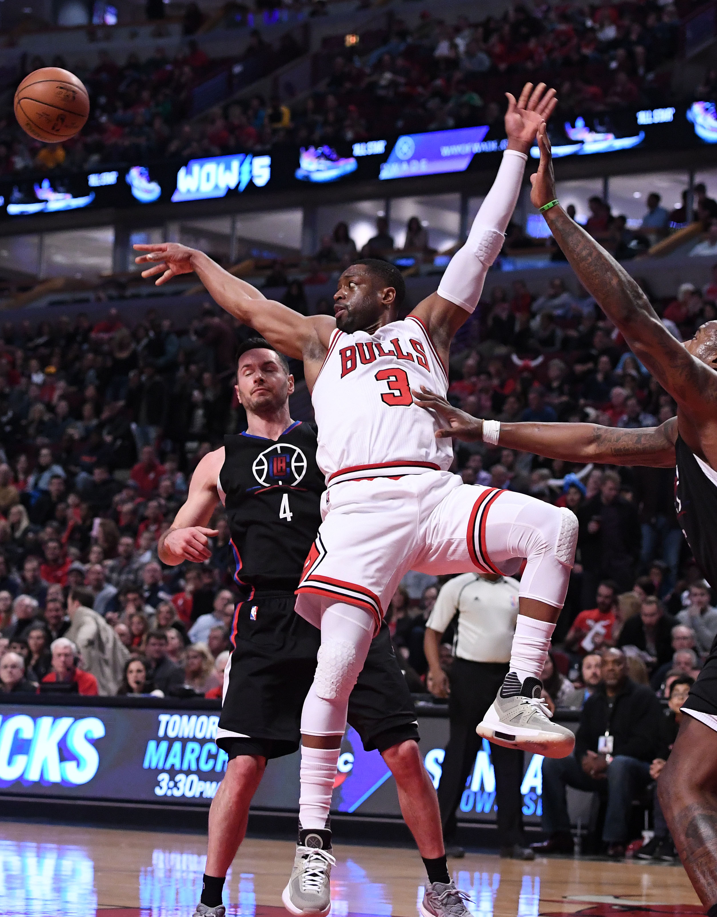 16b040cb1a16 Chicago Bulls vs. Los Angeles Clippers Takeaways  Horrific Cold Spell In  Second Half
